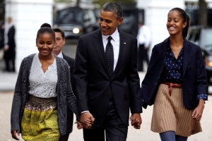 obama-with-daughters
